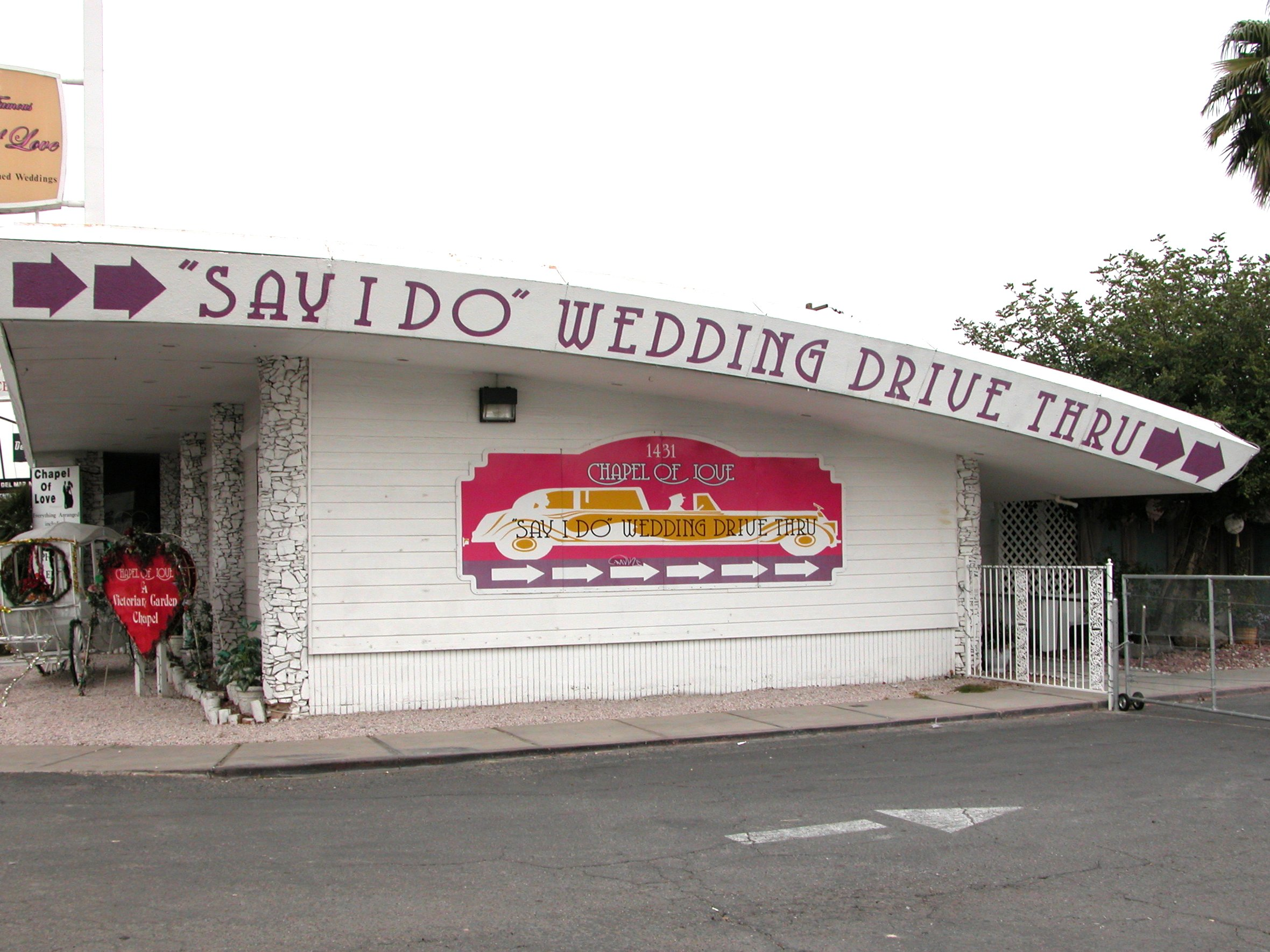 "O ""Drive-Through Weddings"", o casamento rápido!"