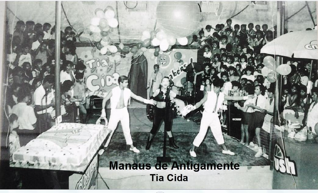 """""""Vem brincar com a Tia Cida no 'Clube do 4'! """""""