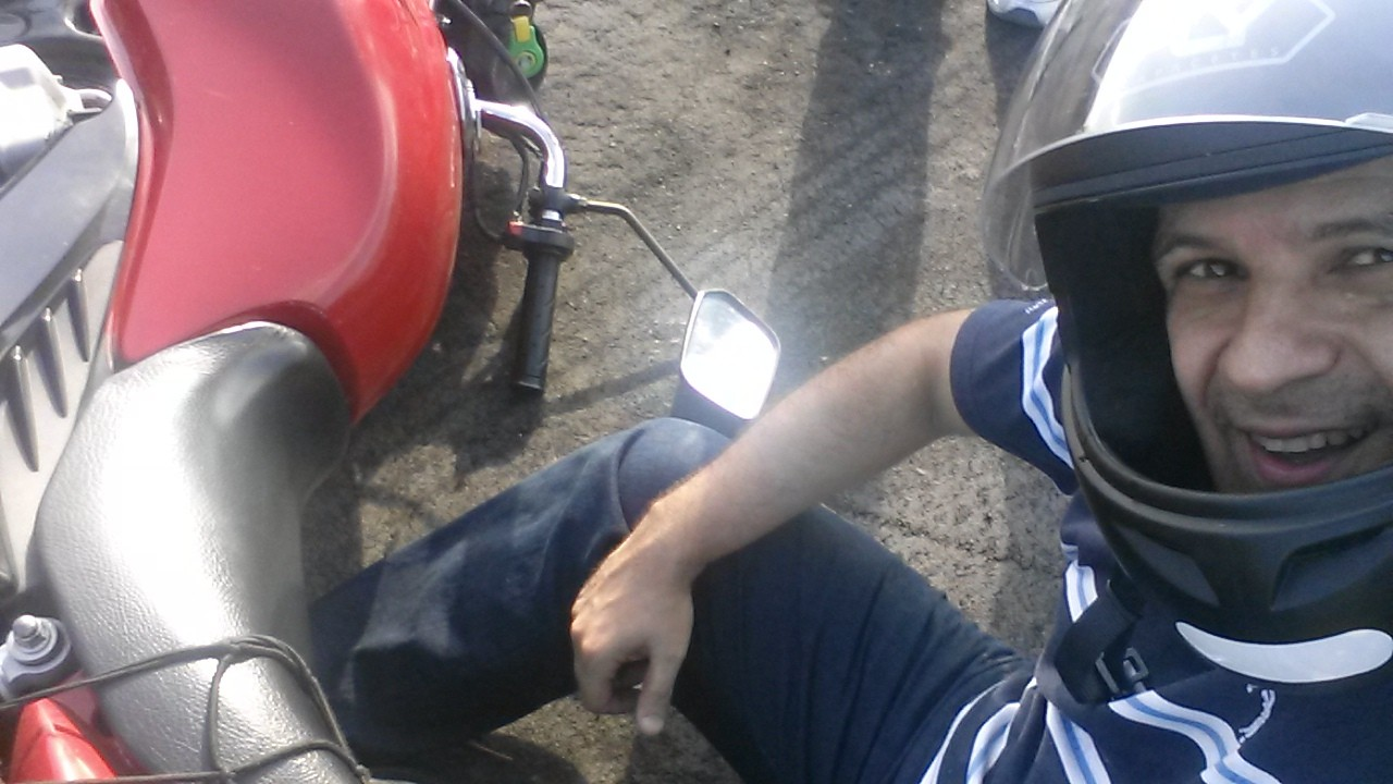 O motociclista (V) – QUATRO quedas!