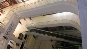 Acho legal essa visão das escadas. Clicada ao lado da praça de alimentação, é p único lugar do shopping onde as escadas estão sobrepostas. Nos outros, estão espalhadas.
